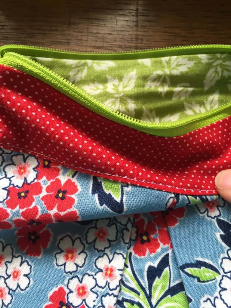 Pleated pouches - Detail